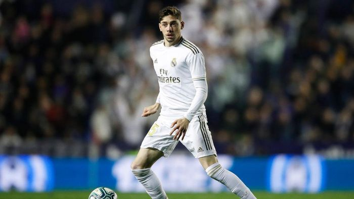 VALENCIA, SPAIN - FEBRUARY 22: Federico Valverde of Real Madrid controls the ball during the Liga match between Levante UD and Real Madrid CF at Ciutat de Valencia on February 22, 2020 in Valencia, Spain. (Photo by Eric Alonso/Getty Images)