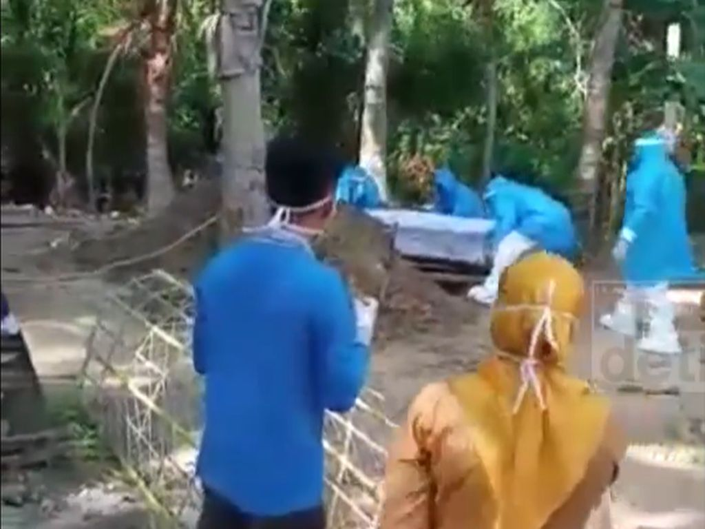 Video TKW Asal Polman Dimakamkan dengan Protap Covid-19