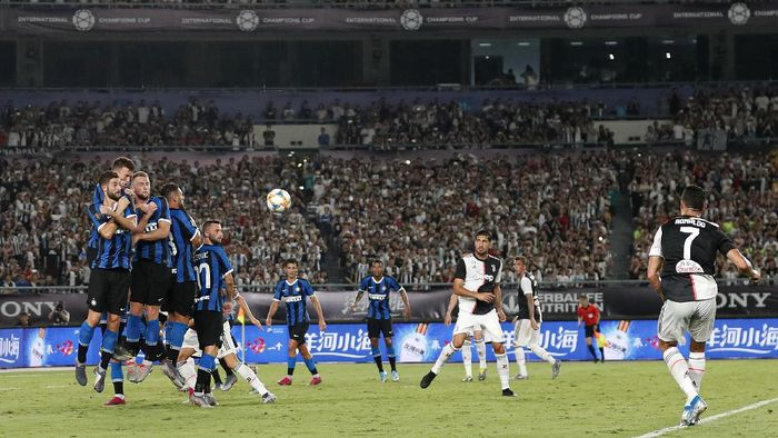NANJING, CHINA - JULY 24: Cristiano Ronaldo of Juventus scores his sides first goal from a free kick during the International Champions Cup match between Juventus and FC Internazionale at the Nanjing Olympic Center Stadium on July 24, 2019 in Nanjing, China. (Photo by Fred Lee/Getty Images)
