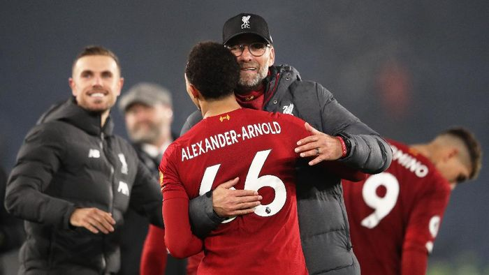 LEICESTER, ENGLAND - DECEMBER 26: Jurgen Klopp, Manager of Liverpool embraces Trent Alexander-Arnold of Liverpool after the Premier League match between Leicester City and Liverpool FC at The King Power Stadium on December 26, 2019 in Leicester, United Kingdom. (Photo by Alex Pantling/Getty Images)