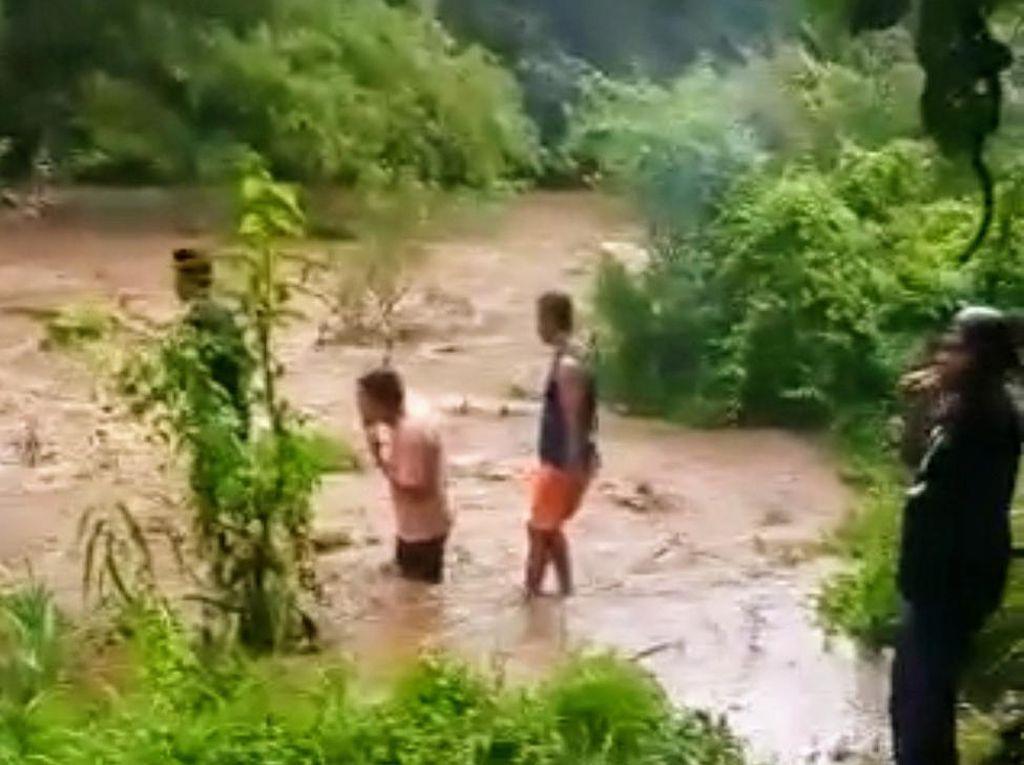 Pencarian Korban Hilang Terseret Arus Sungai di Bondowoso Libatkan Basarnas