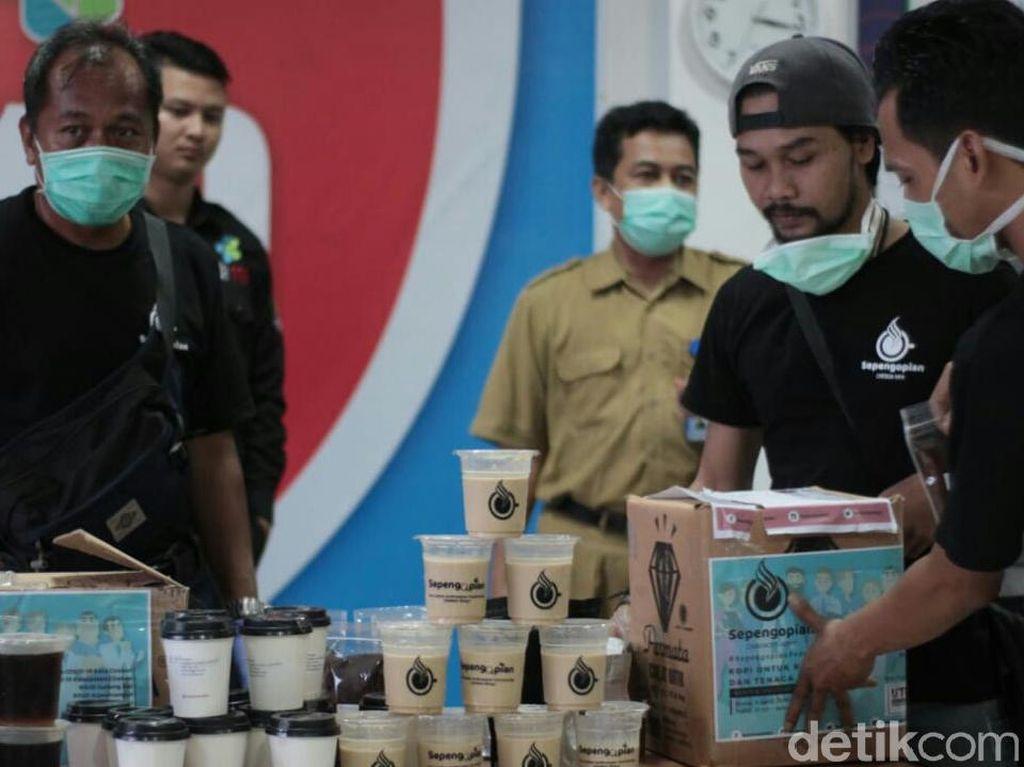 Lawan Corona, Sepengopian Cirebon Sebar Kopi Gratis ke Tenaga Medis