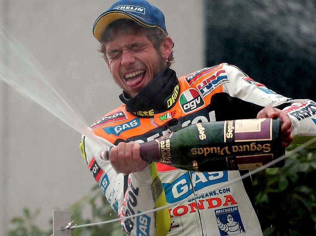 On This Day: Valentino Rossi Menangi Balapan Pertama Era MotoGP