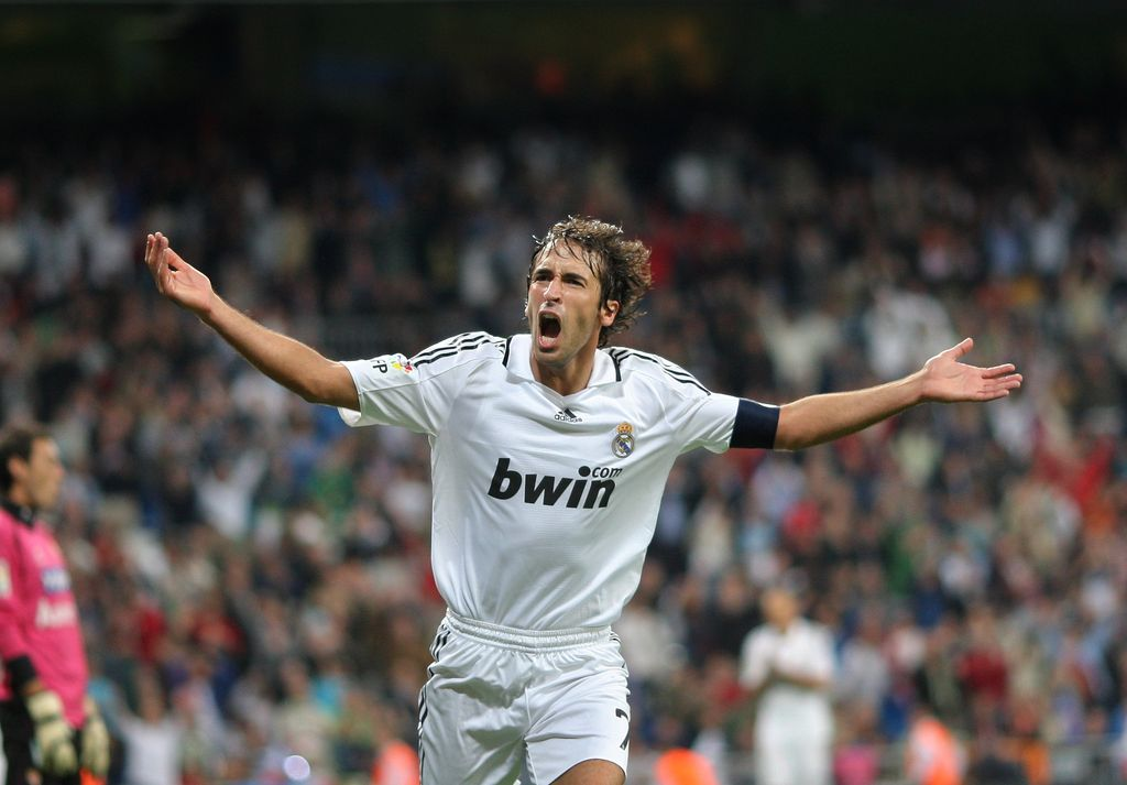 MADRID, SPAIN - SEPTEMBER 24:  Raul Gonzalez celebrates scoring his second goal, the 7-1, during the La Liga match between Real Madrid and Real Sporting de Gijon at the Santiago Bernabeu Stadium on September 24, 2008 in Madrid, Spain.  (Photo by Jasper Juinen/Getty Images)