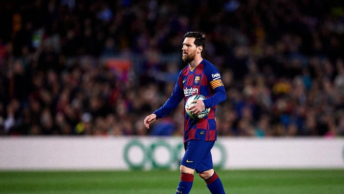 BARCELONA, SPAIN - MARCH 07: Lionel Messi of FC Barcelona prepares to kick a penalty during the Liga match between FC Barcelona and Real Sociedad at Camp Nou on March 07, 2020 in Barcelona, Spain. (Photo by Alex Caparros/Getty Images)