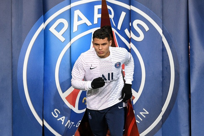 Paris Saint-Germain's Brazilian defender Thiago Silva arrives to attend a training session prior to the French L1 football match between Paris Saint-Germain (PSG) and Girondins de Bordeaux at the Parc des Princes stadium in Paris, on February 23, 2020. (Photo by FRANCK FIFE / AFP)