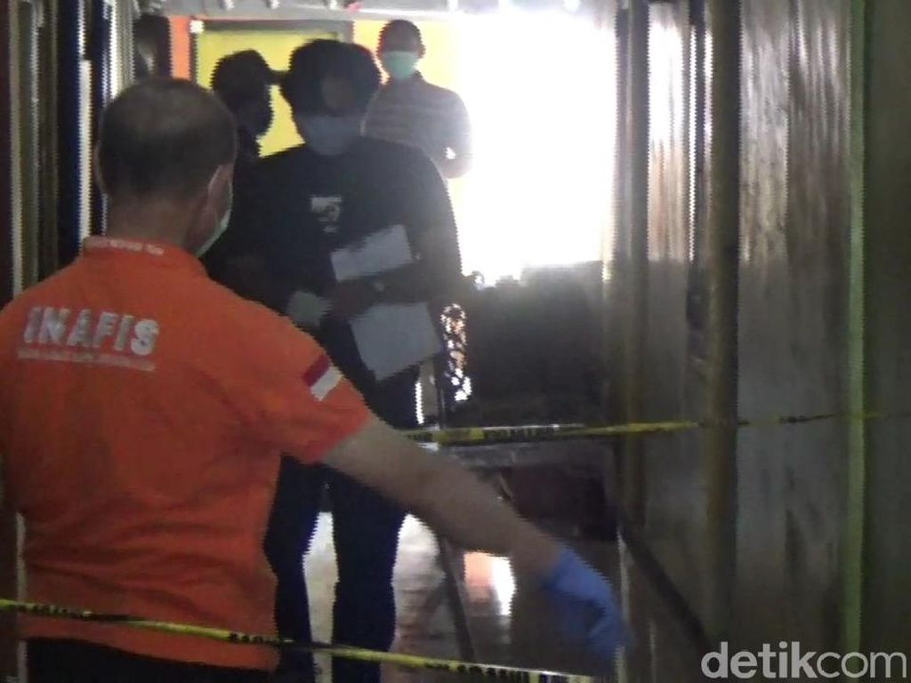 Miris! Petugas Tanpa APD Evakuasi Jenazah Diduga Terinfeksi  Corona