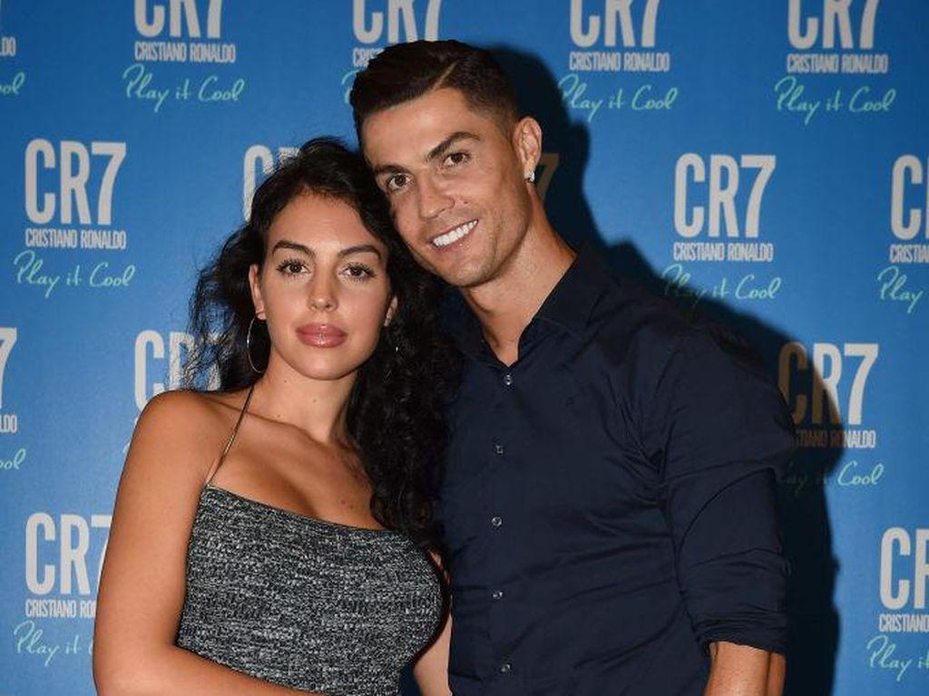 Lihat Georgina Berbikini, Cristiano Ronaldo Bilang Begini