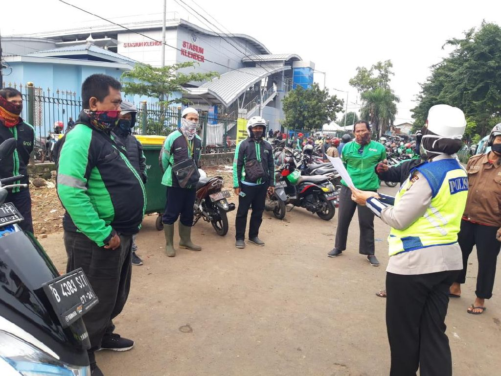 Jelang Penerapan PSBB di Jakarta, Polisi Imbau Ojol Jaga Jarak-Pakai Masker