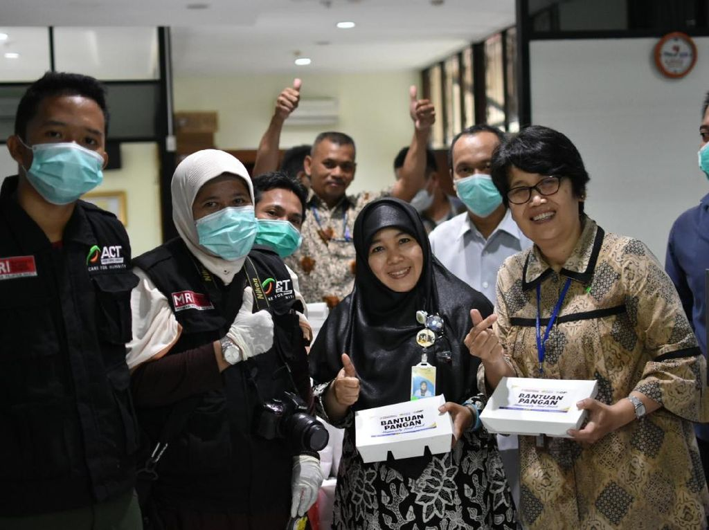 ACT dan Wardah Bagikan 3.000 Porsi Makanan Tiap Hari ke Tenaga Medis