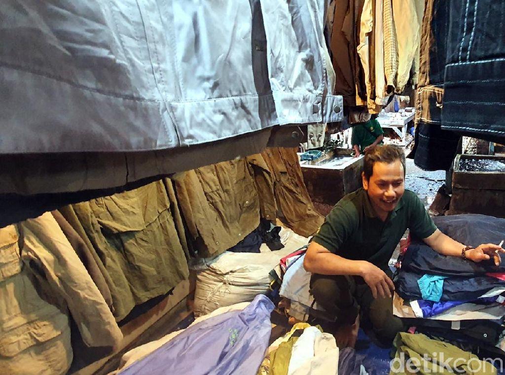 Cerita Pedagang di Sukabumi Terpaksa Jualan Saat Wabah Corona