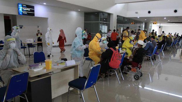 Rapid test para TKI Indonesia asal Malaysia. (