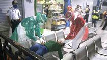 Petugas Ber-APD Evakuasi Wanita Kejang-kejang, Ternyata Overdosis Miras