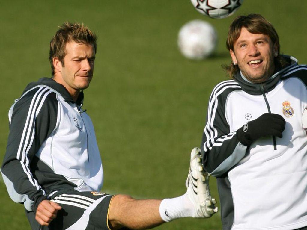 Sambil Ketawa, Cassano Ngaku Lebih Tampan dari Beckham