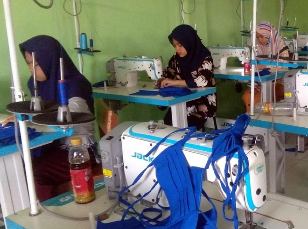 Tampung Donasi, SMK di Palabuhanratu Kompak Bikin Masker