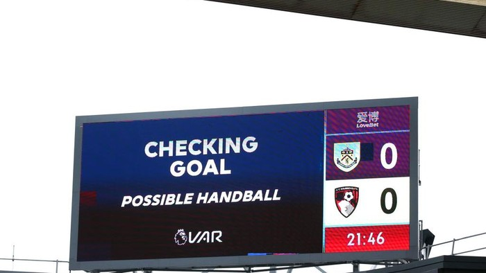 BURNLEY, ENGLAND - FEBRUARY 22: The LED screen shows the VAR check taking place, which later rules out AFC Bournemouths first goal for a handball during the Premier League match between Burnley FC and AFC Bournemouth  at Turf Moor on February 22, 2020 in Burnley, United Kingdom. (Photo by Alex Livesey/Getty Images)