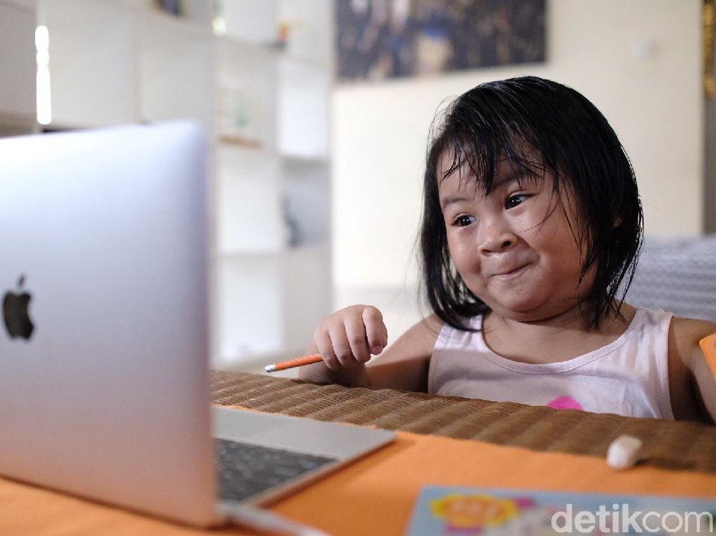 Siswa di Bekasi Tetap Gembira Via Kelas Online