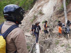 Jalan Poros Mamasa-Toraja Kembali Lumpuh Akibat Longsor