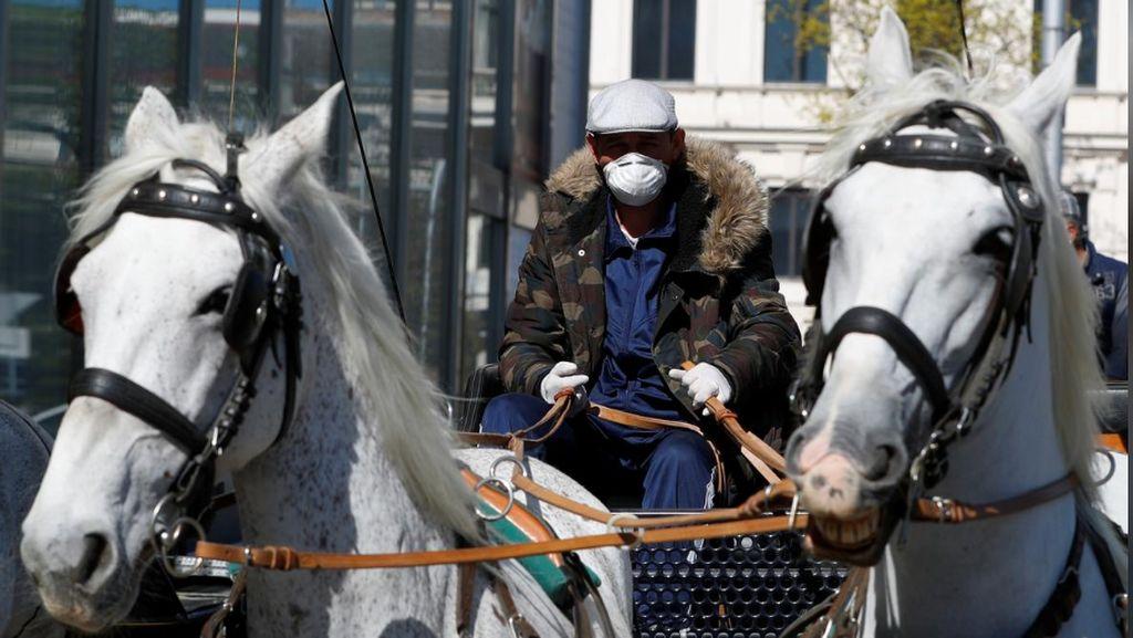 Kuda-kuda  Pengantar Makanan untuk Lansia
