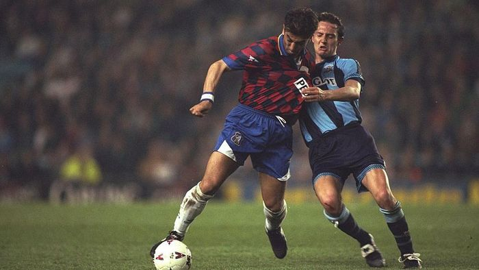 9 Apr 1997:  Roberto Di Matteo of Chelsea holds off Noel Whelan of Coventry City during the Premier League match at Highfield Road in Coventry, England. Coventry won 3-1.  Mandatory Credit: Allsport UK /Allsport