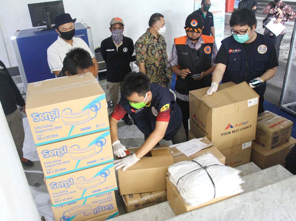 HIPMI Jaya  Sumbang Peralatan Medis ke Pemprov DKI