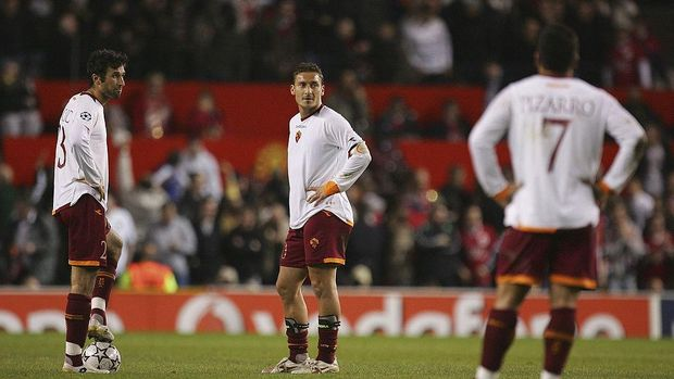 MANCHESTER, UNITED KINGDOM - APRIL 10: Francesco Totti and Mirko Vucinic (L) of AS Roma show their dejection during the UEFA Champions League Quarter Final, second leg match between Manchester United and AS Roma at Old Trafford on April 10, 2007 in Manchester, England. (Photo by Laurence Griffiths/Getty Images)