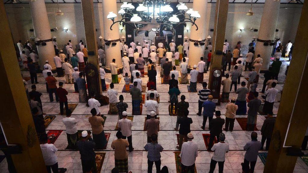 Tetap Gelar Salat Jumat, Masjid di Kudus Terapkan Pembatasan Sosial