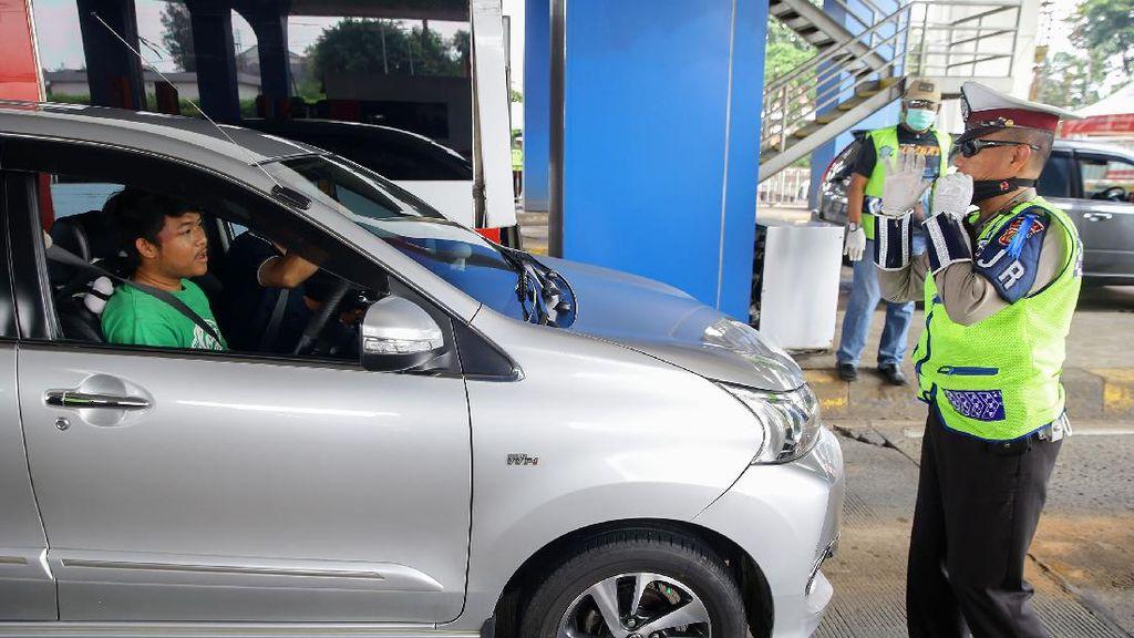 Polisi juga Periksa Kendaraan yang Masuk Tol Arah Jakarta