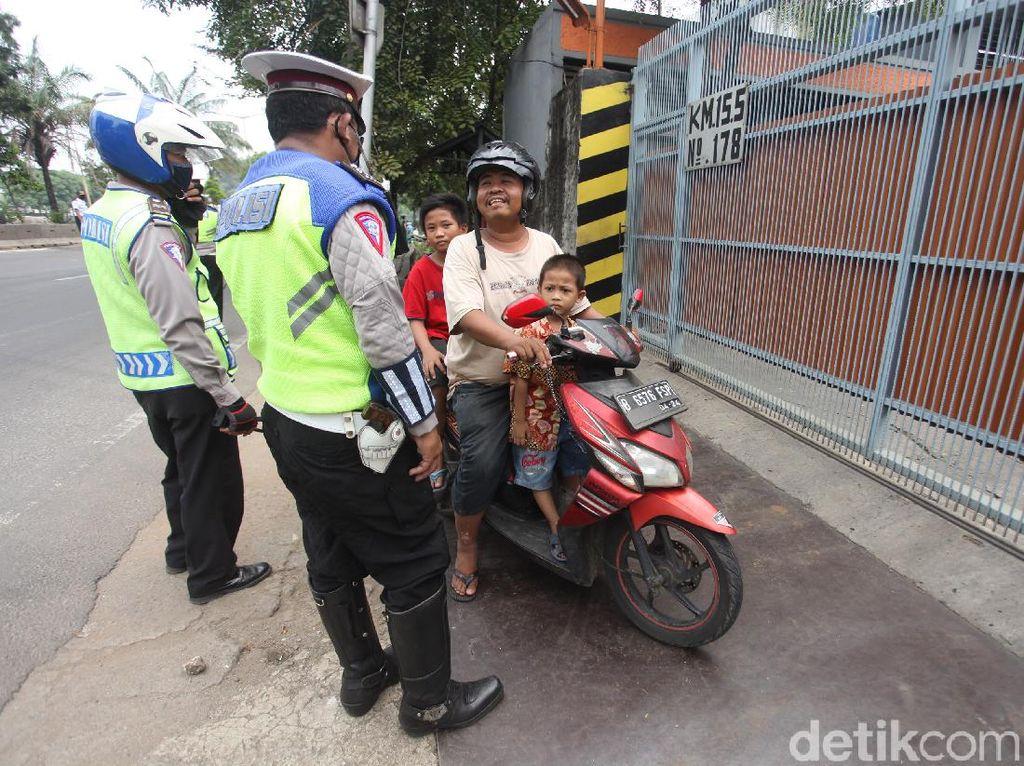 Polisi Mulai Tindak Pengendara Pelanggar PSBB