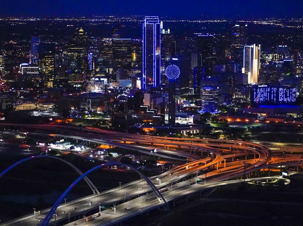 Cahaya Biru di Texas Dukungan untuk Perangi Corona