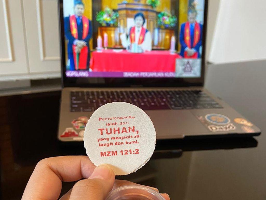 Umat Nasrani di Surabaya Ibadah Jumat Agung Secara Online