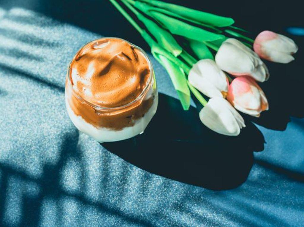 Bosan Dalgona Coffee? Coba Bikin Dalgona Chia Pudding yang Tak Kalah Enak