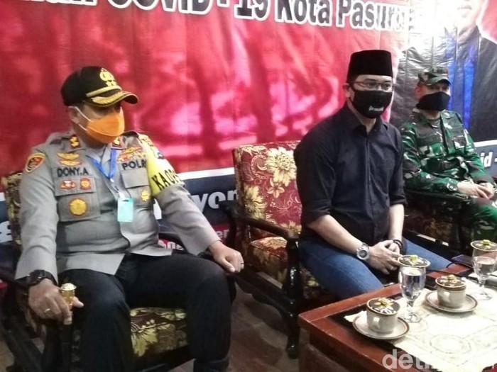 Dua warga di Kota Pasuruan dinyatakan positif virus Corona. Satu di antaranya meninggal dunia.