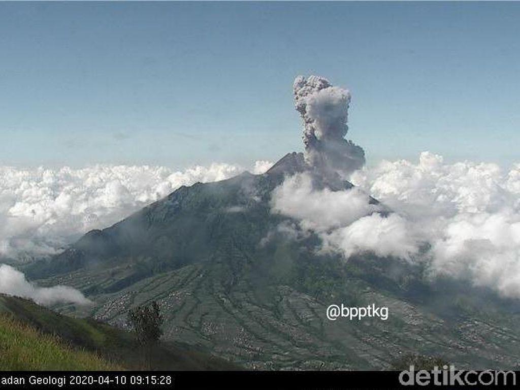 Gunung Merapi Erupsi Pagi Ini, Semburkan Kolom Abu Setinggi 3 Km