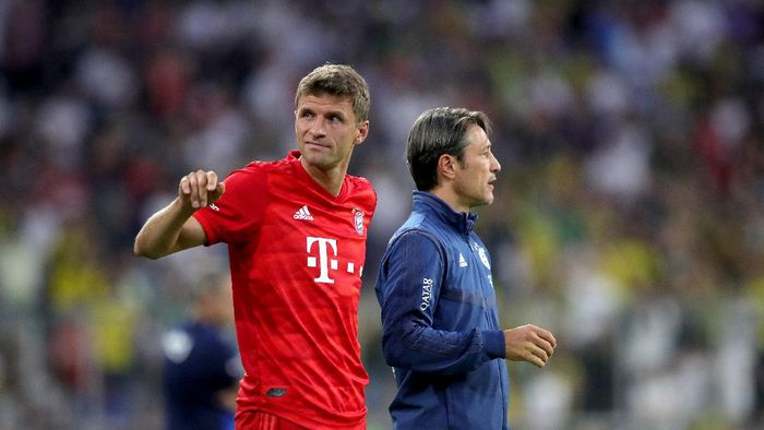 MUNICH, GERMANY - JULY 30: Thomas Mueller of Muenchen reacts next to head coach Niko Kovac during the Audi cup 2019 semi final match between FC Bayern Muenchen and Fenerbahce at Allianz Arena on July 30, 2019 in Munich, Germany. (Photo by Alexander Hassenstein/Getty Images for AUDI)