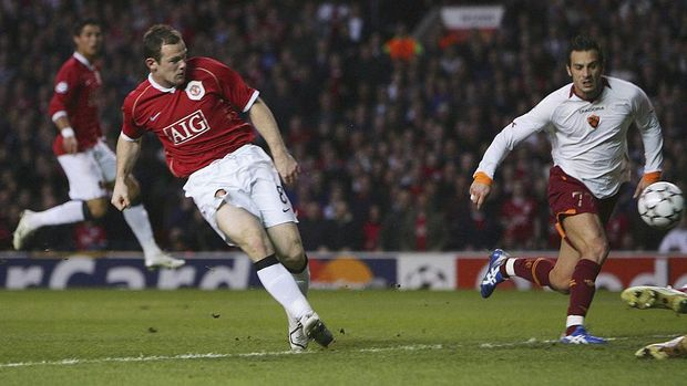 MANCHESTER, UNITED KINGDOM - APRIL 10:  Wayne Rooney of Manchester United scores his team's third goal during the UEFA Champions League Quarter Final, second leg match between Manchester United and AS Roma at Old Trafford on April 10, 2007 in Manchester, England.  (Photo by Alex Livesey/Getty Images)