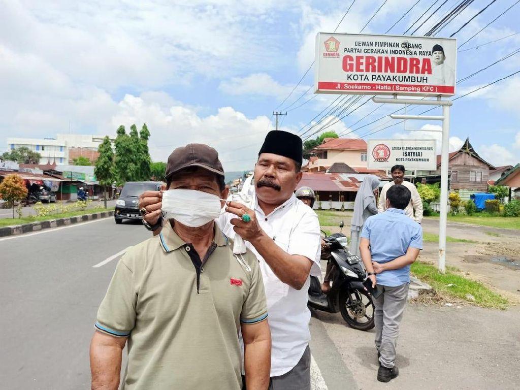 19 DPC Gerindra di Sumbar Bagi-bagi Puluhan Ribu Masker dari Andre