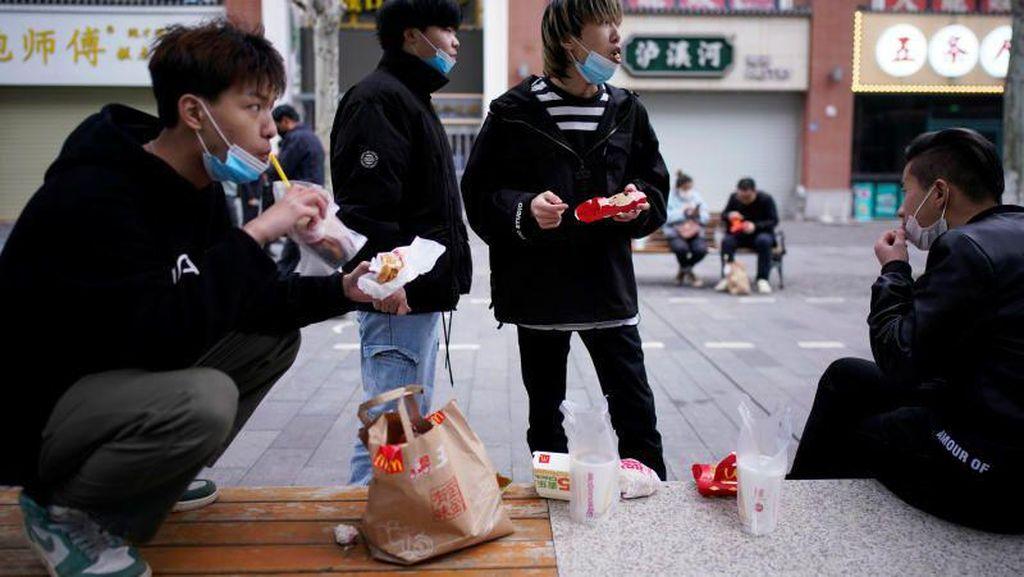 Lockdown Berakhir di Wuhan, Masyarakat Mulai Padati Tempat Makan