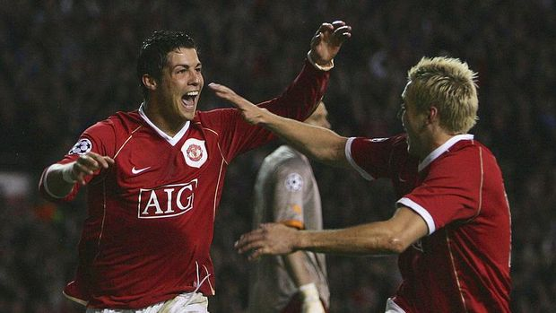 MANCHESTER, UNITED KINGDOM - APRIL 10:  Cristiano Ronaldo of Manchester United celebrates scoring his team's fifth goal during the UEFA Champions League Quarter Final, second leg match between Manchester United and AS Roma at Old Trafford on April 10, 2007 in Manchester, England.  (Photo by Alex Livesey/Getty Images)