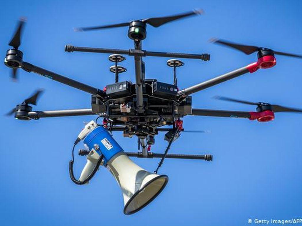 Yunani Terbangkan Drone Buat Pantau Jaga Jarak di Pantai