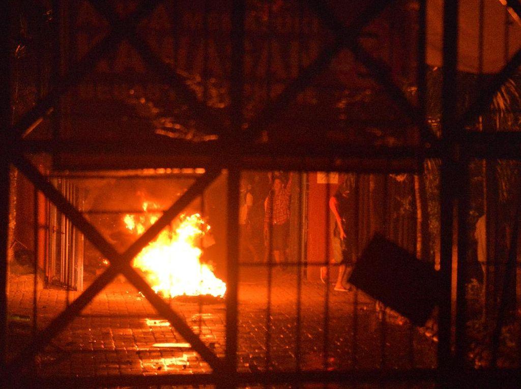 Foto-foto Kerusuhan Lapas Manado yang Mencekam