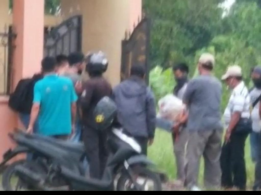 Densus 88 Geledah Rumah di Sidoarjo, Dua Kantung Diamankan