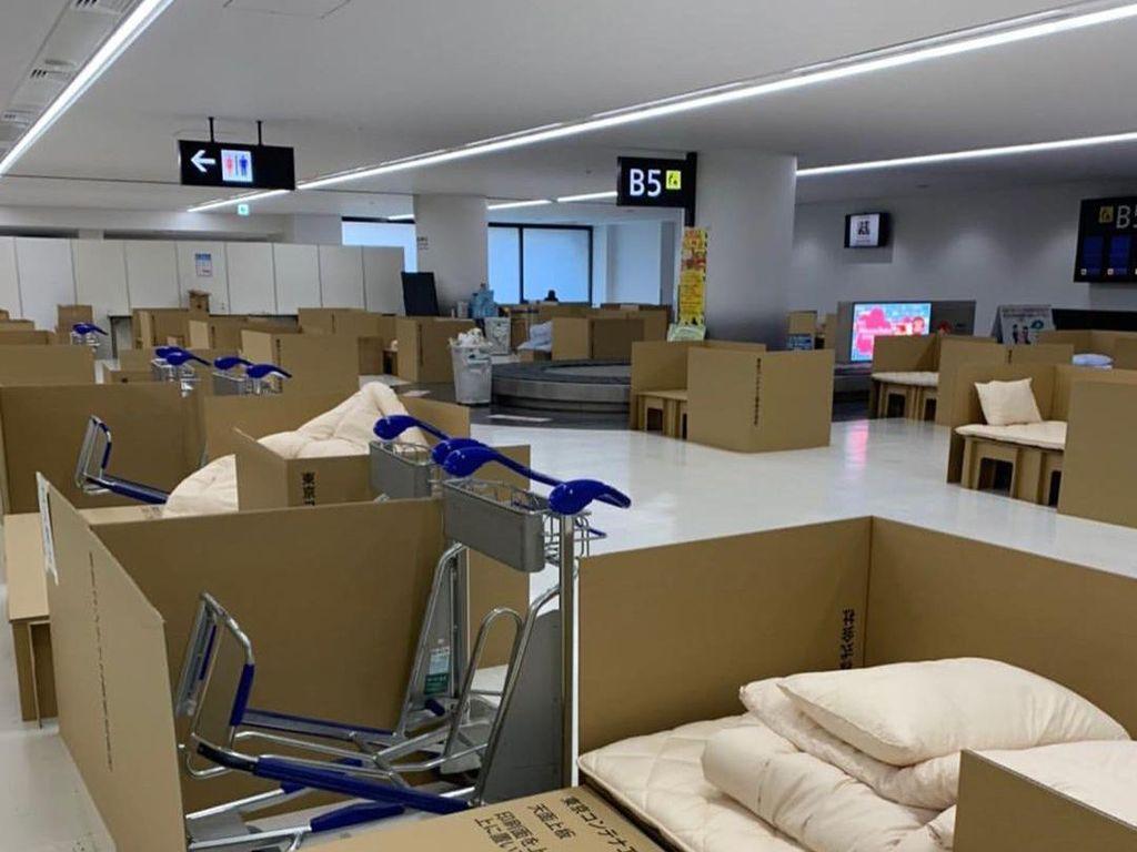 Deretan Tempat Tidur Kardus di Bandara Narita Imbas Virus Corona