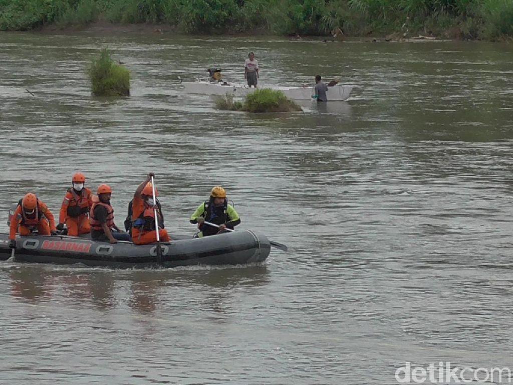 Pencarian Pejudi Sabung Ayam yang Lompat ke Sungai di Polman Terkendala Arus