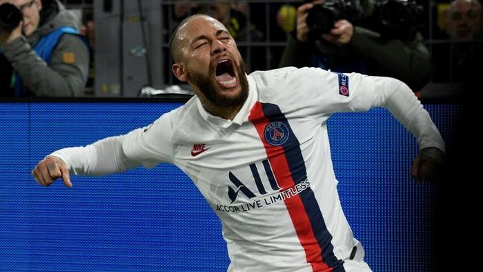 Paris Saint-Germains Brazilian forward Neymar celebrates after scoring the 1-1 the UEFA Champions League Last 16, first-leg football match BVB Borussia Dortmund v Paris Saint-Germain (PSG) in Dortmund, western Germany, on February 18, 2020. (Photo by SASCHA SCHUERMANN / AFP) / ALTERNATIVE CROP