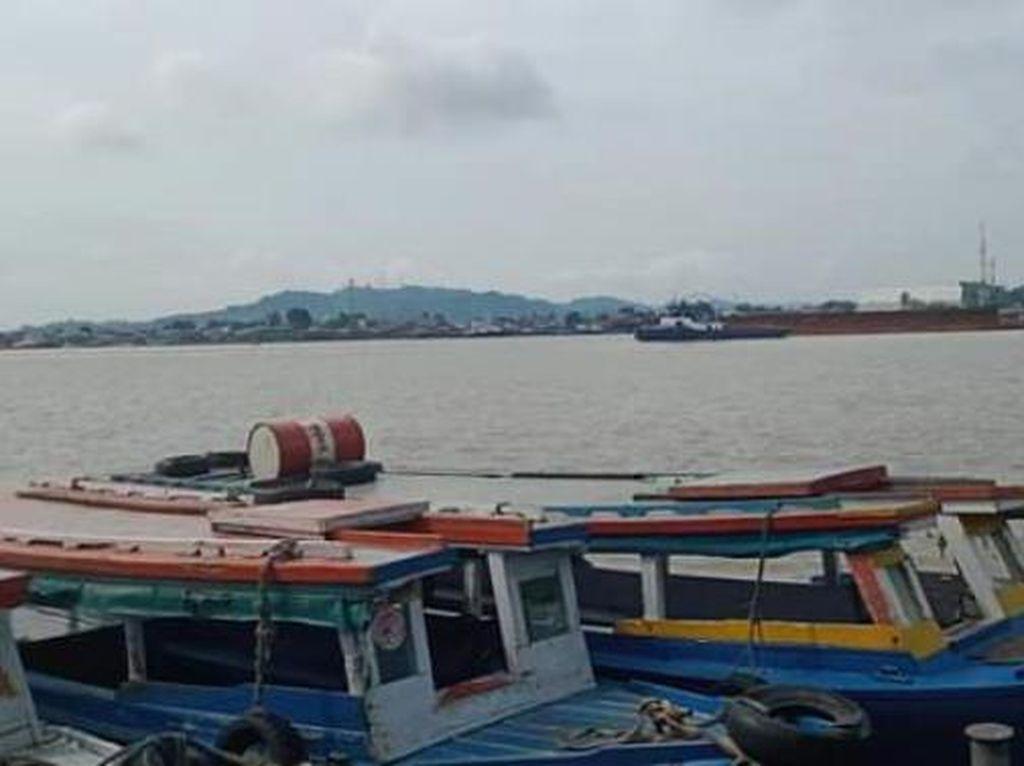 Pagi yang Asyik di Tepian Sungai Mahakam