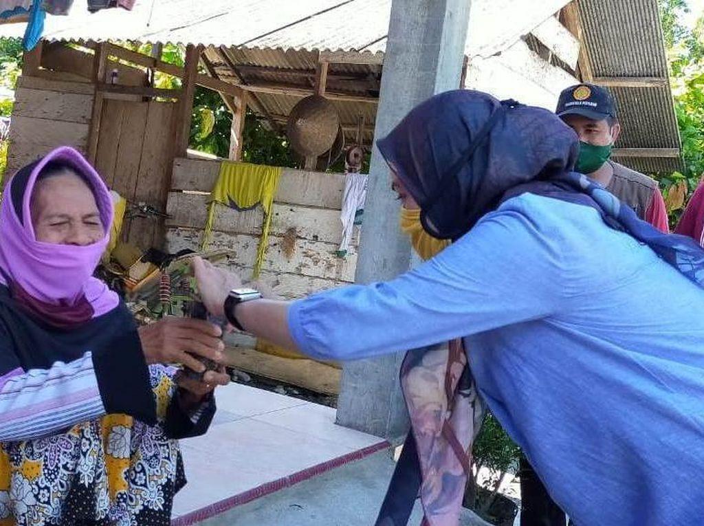 Bupati Luwu Utara Borong Hasil Panen Petani Lalu Dibagikan Gratis ke Warga