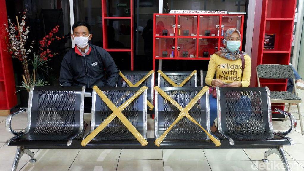 Intip Penerapan Physical Distancing di PMI Kota Bandung
