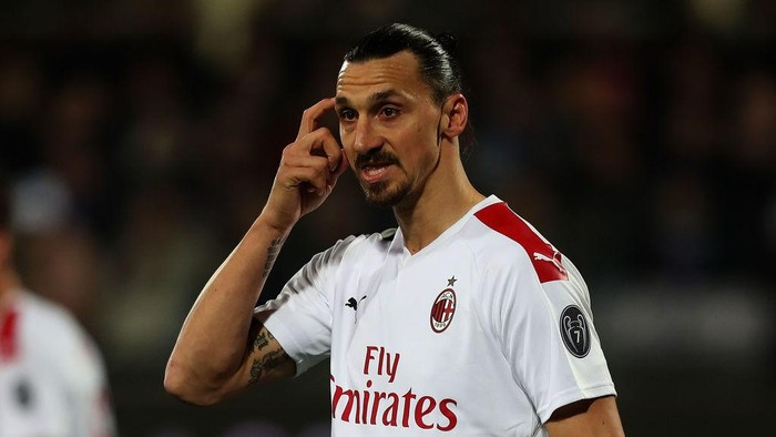 FLORENCE, ITALY - FEBRUARY 22: Zlatan Ibrahimovic of AC Milan reacts during the Serie A match between ACF Fiorentina and  AC Milan at Stadio Artemio Franchi on February 22, 2020 in Florence, Italy.  (Photo by Gabriele Maltinti/Getty Images)