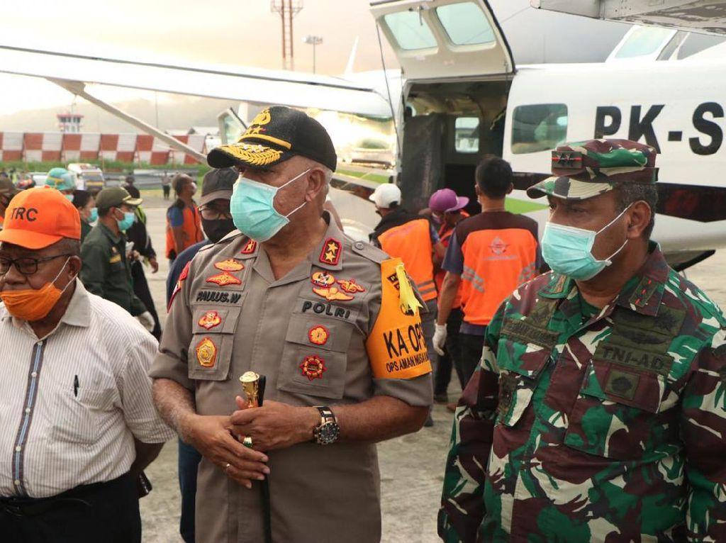 Kapolda Papua-Pangdam Cenderawasih Jenguk 3 Polisi Korban Bentrok dengan TNI